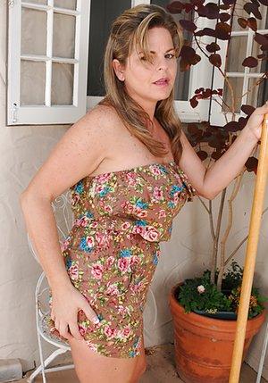 BBW Moms Next Door Sex Pics