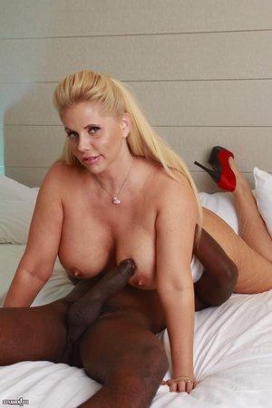 Blonde Milfs Sex Pics