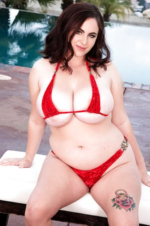 BBW in Pool Sex Pics