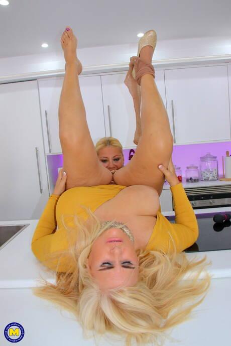 BBW in Kitchen Sex Pics